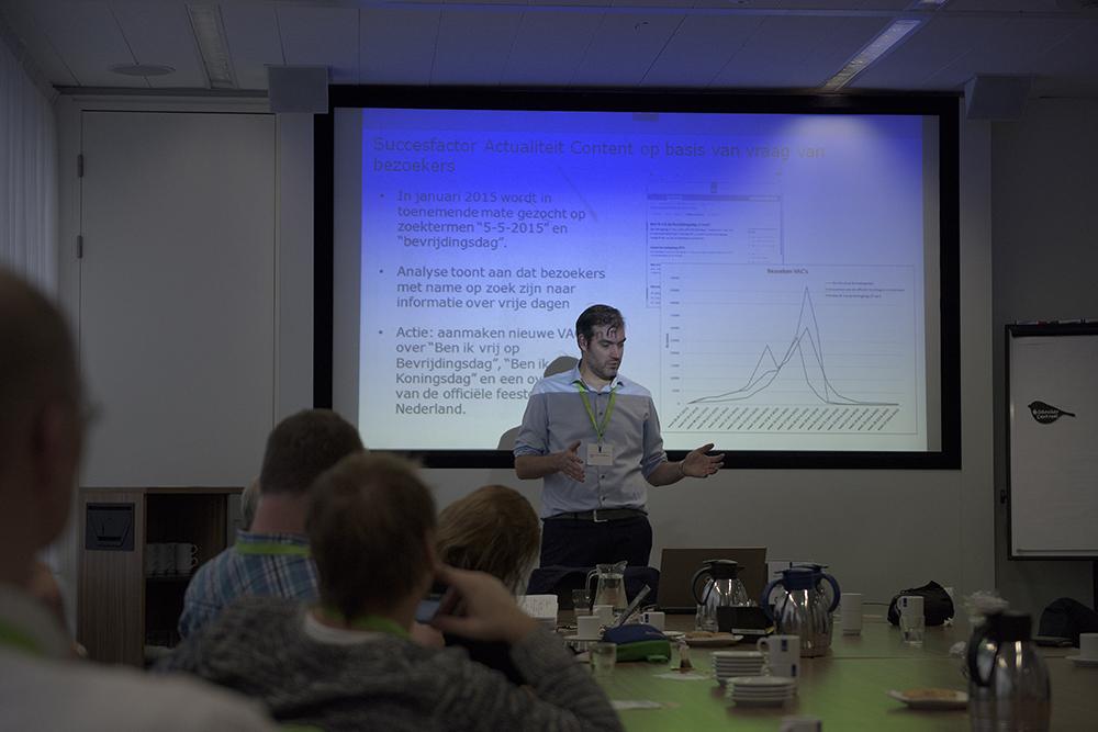 Martijn Warmoeskerken tijdens zijn workshop 'Rijksoverheid.nl verbeteren met webstatistieken'