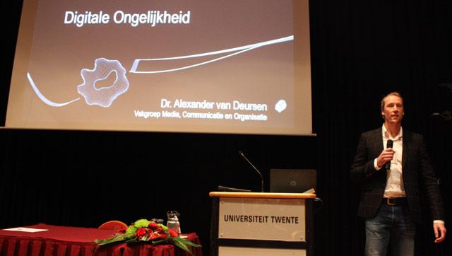 Alexander van Deursen spreekt over digitale ongelijkheid.